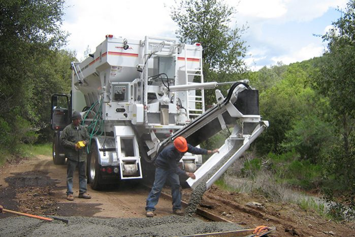 mobile concrete mixer building new road