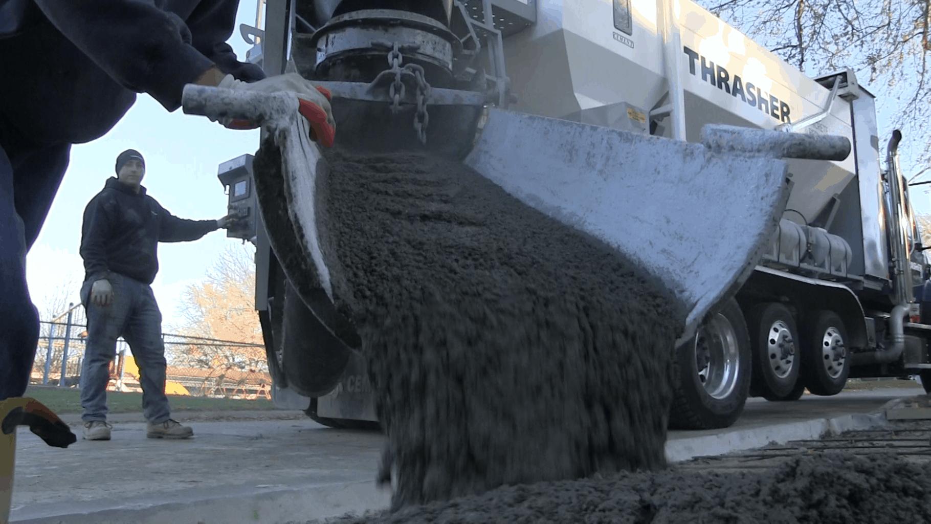 Mobile mixer concrete pour